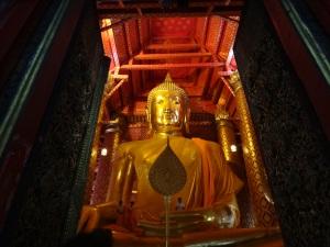 That's one biiiiiig Buddha
