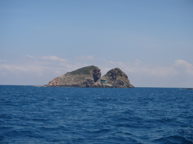 First dive site, Madonna Rock...Named so because apparently they resemble a part of Madonna's anatomy....