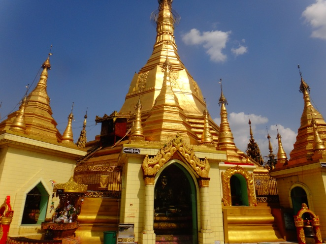The Sule Roudabout....I mean the Sule Pagoda!